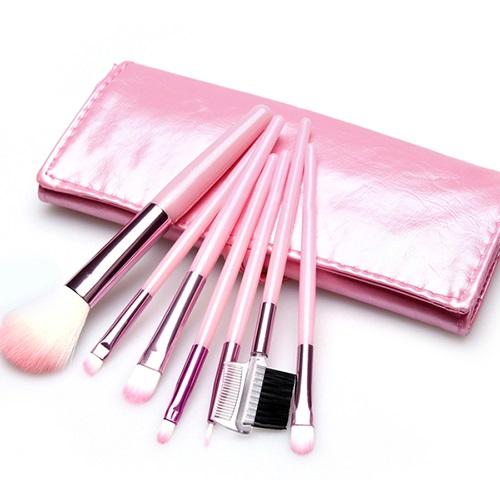Дамски несесер с розови четки за грим