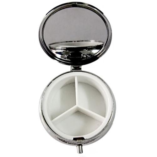 Метална кутия с огледало