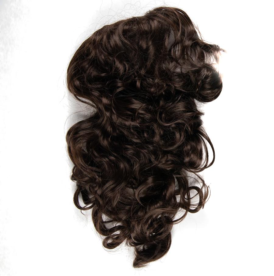 Къдрава кестенява коса на шнола
