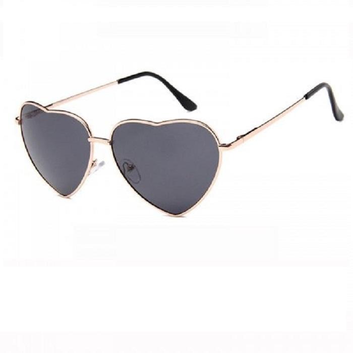 Тъмни слънчеви очила със сърца