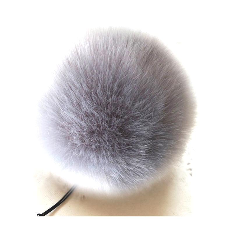 Заешка опашка в миши цвят