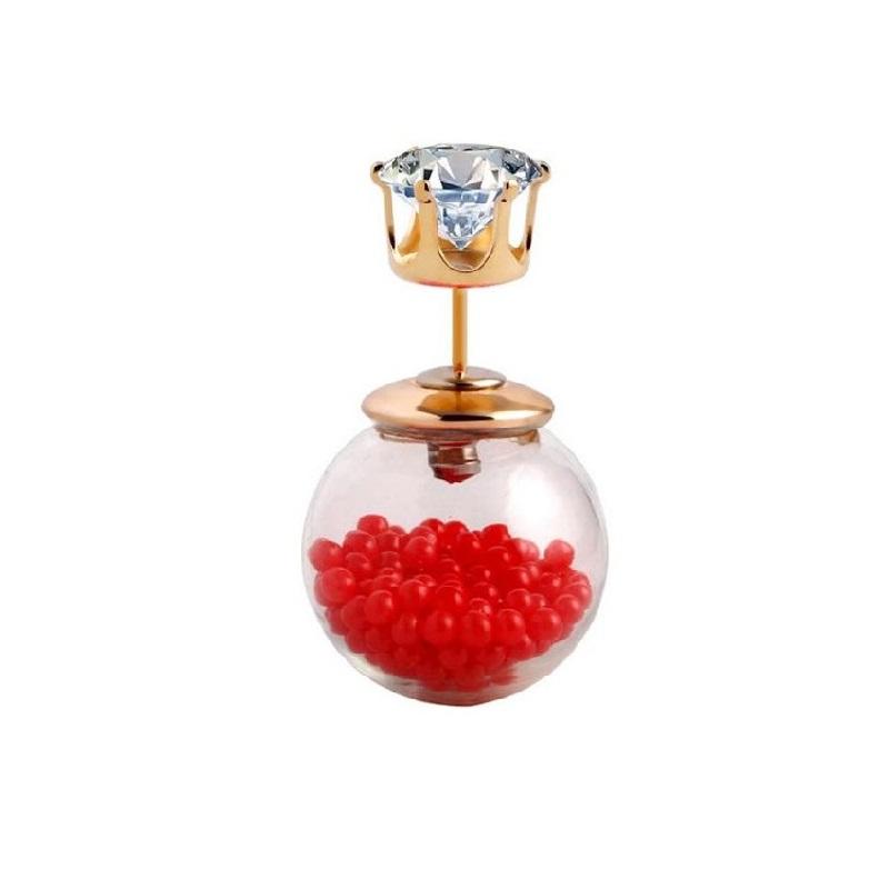 Обеца с червени перли в стъклена топка