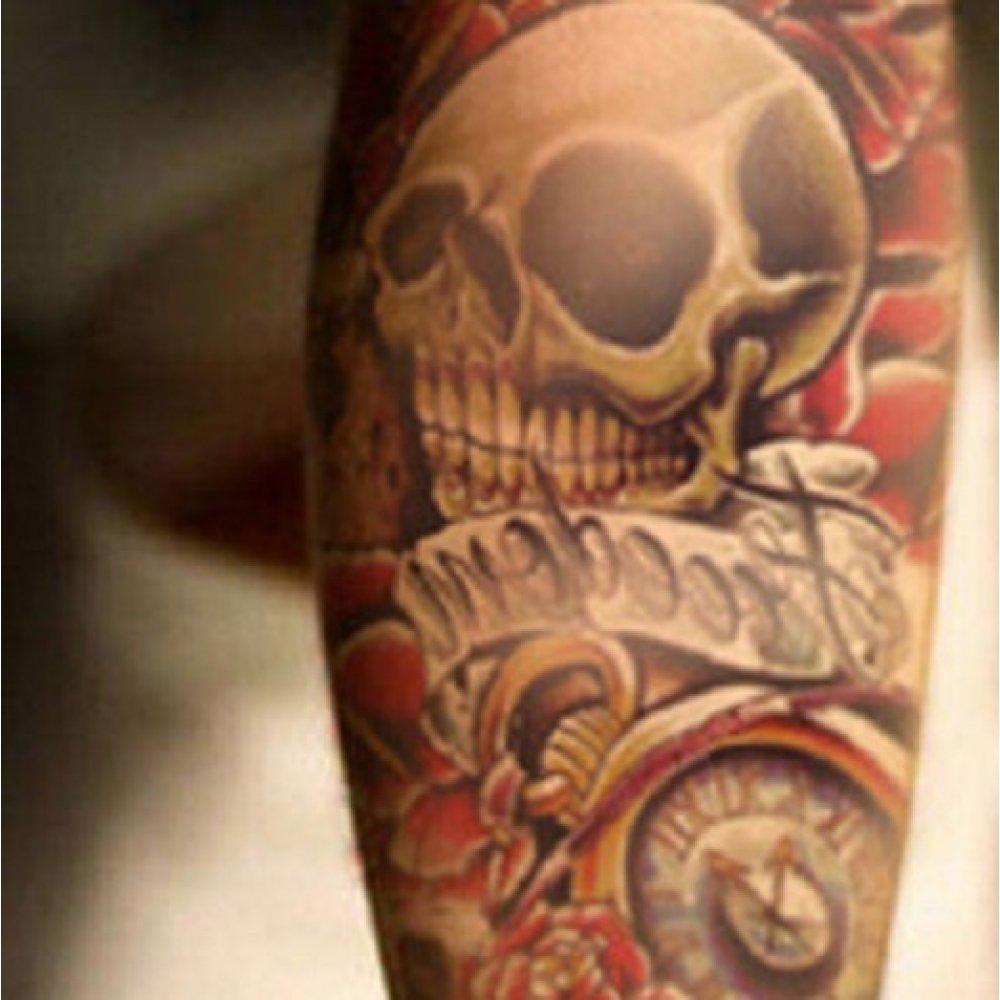 Водоустойчива татуировка на череп с цветя